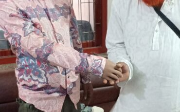Below Elbow Prostheses with Patient (8)